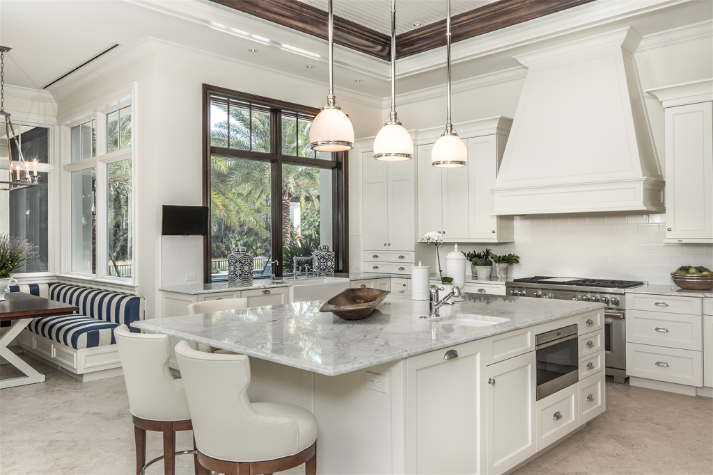 4-British-Colonial-Classic-All-White-Kitchen