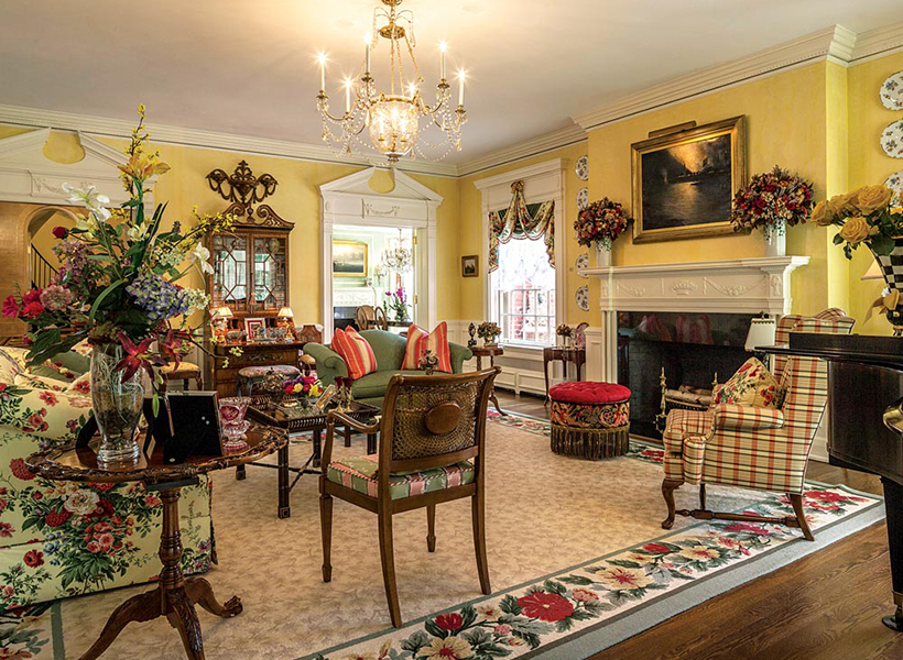 fairytale-fox-chapel-estate-pittsburgh-quarterly-magazine-photo-roy-engelbrecht-living-room