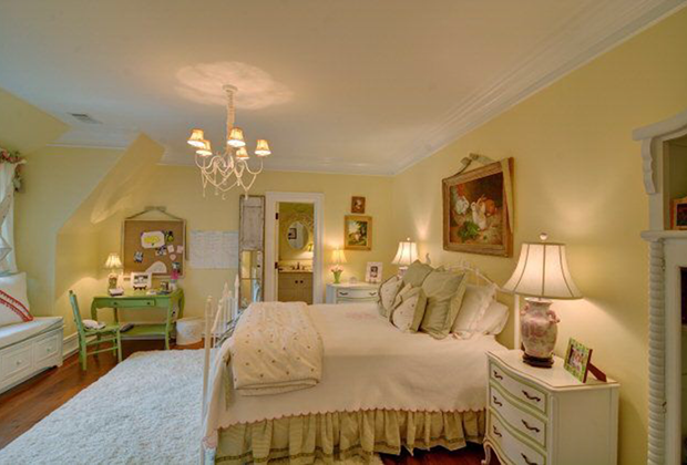 110-Hamptons-Point-Dr-St.-Simons-Isl.-Bedroom-Pink-Yellow-White