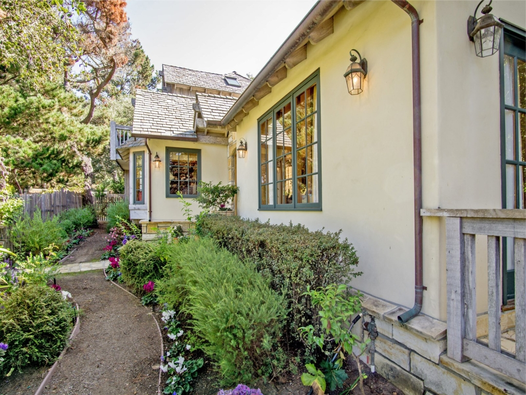 Side-Garden-Cottage-At-Monte-Verde-And-11th-Carmel-By-the-Sea