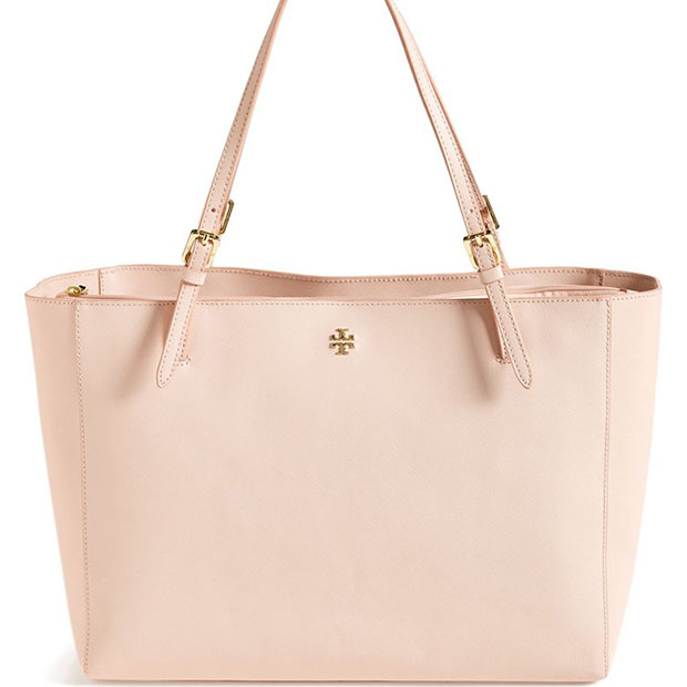 classic-fashion-over-40-50-tory-burch-york-buckle-tote-light-oak