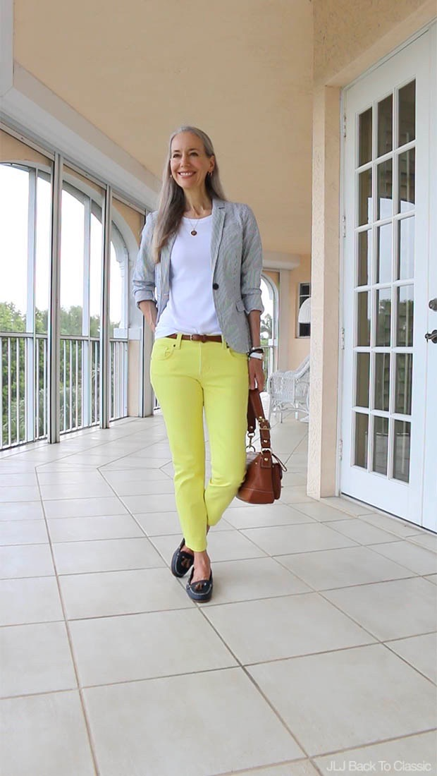Classic-Fashion-Over-50-Seersucker-Blazer-Yellow-Skinny-Jeans-Cognac-Leather-Bag