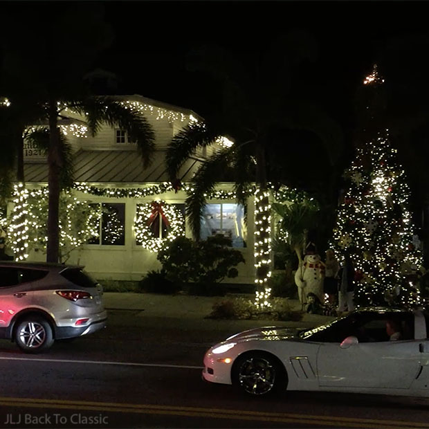 Christmas-Tree-And-Snowman-Third-Street-South-Naples-FL