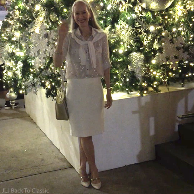 Classic-Fashion-Vlogger-Janis-Lyn-Johnson-Christmas-Tree-Ridgway-Bar-And-Grill-Naples