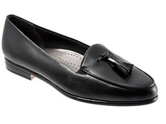trotters-leana-womens-black-tassel-loafer