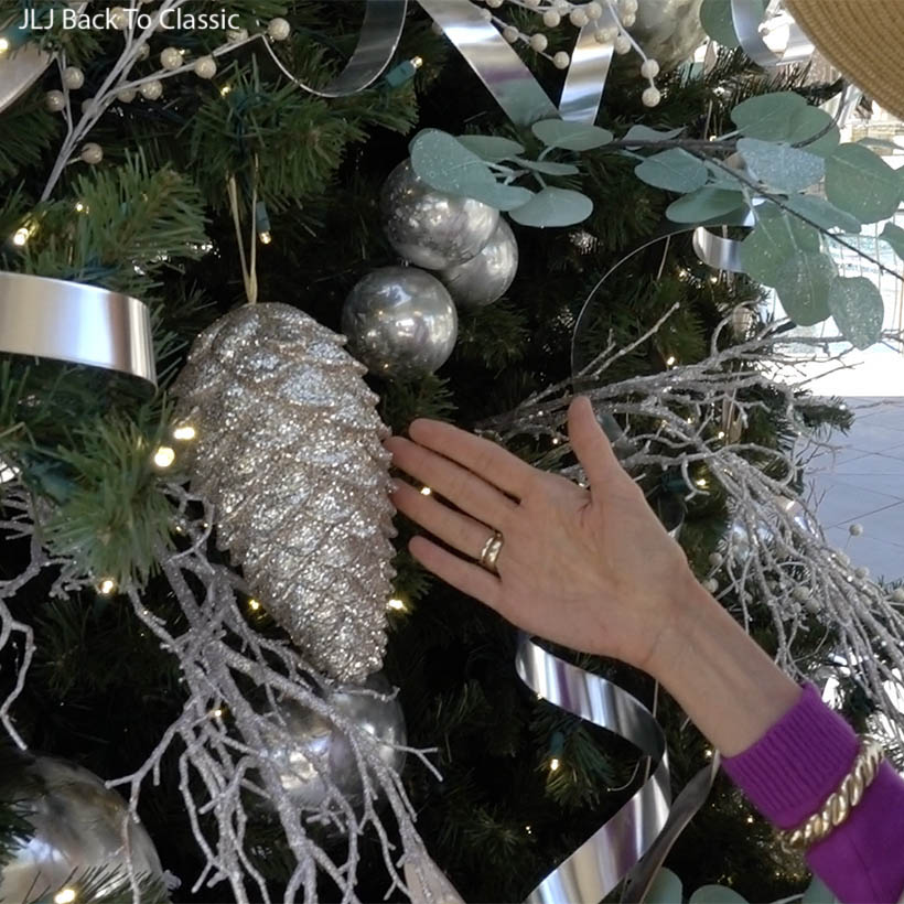classic-timeless-style-silver-and-mint-christmas-tree-waterside-shops-naples-FL