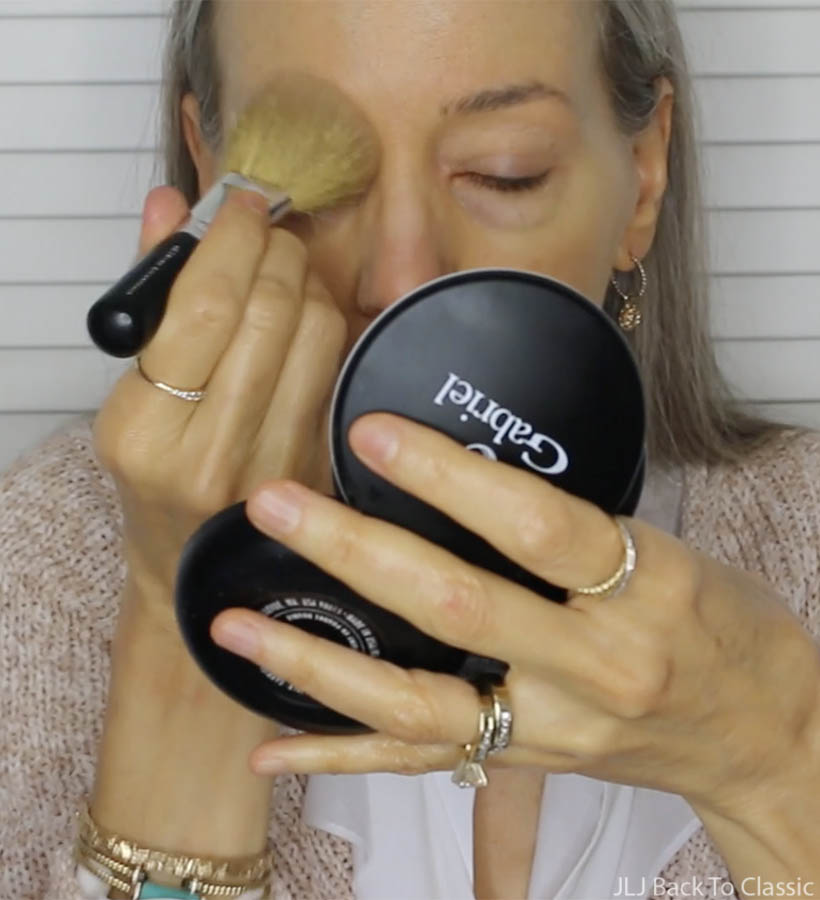 Applying-Gabriel-Dual-Powder-Foundation-with-Bare-Minerals-Flawless-Application-Face-Brush
