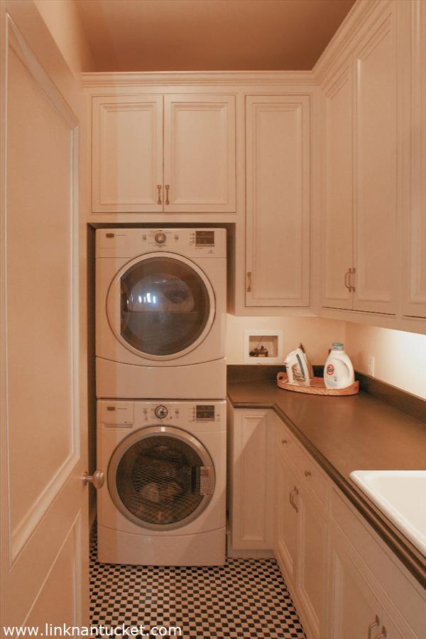 Laundry-Room-The-Sheiling-Cottage-40-Ocean-Avenue-Sconset-MA