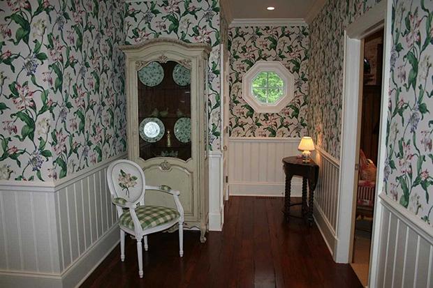 683-E-Bluff-Dr-Floral-Wallpaper-Chair-Fabric