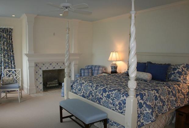 683-East-Bluff-Dr-Harbor-Springs-Blue-White-Bedroom