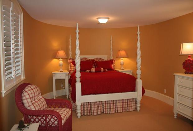 683-East-Bluff-Dr-Harbor-Springs-MI-Red-Bedroom
