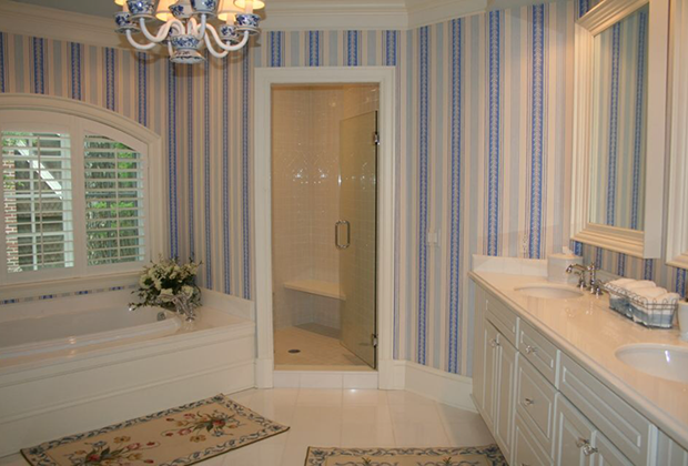 683-East-Bluff-Dr-Harbor-Springs-Blue-White-Striped-Bath-Wallpaper