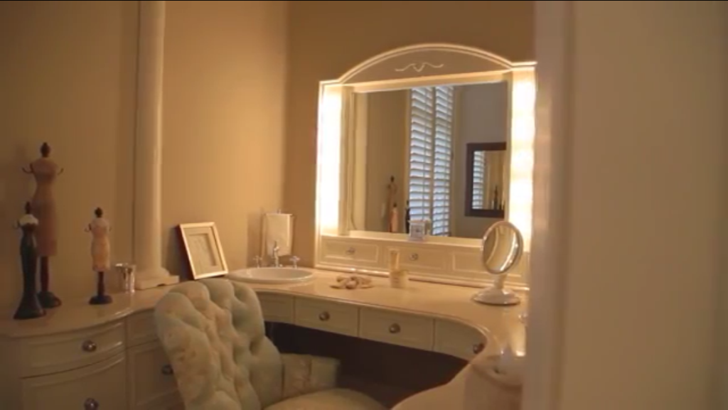 Brick-And-Slate-Georgian-Greenwich-Connecticut-Master-Suite-Dressing-Table