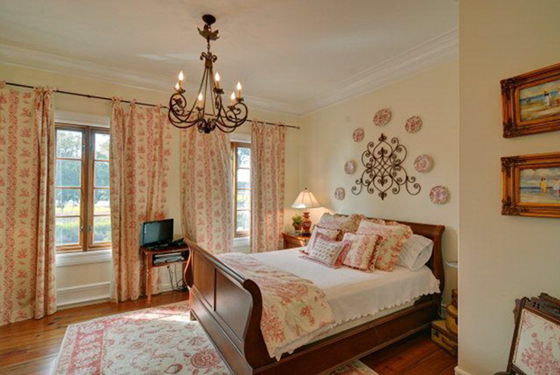 110-Hamptons-Point-Dr-St.-Simons-Isl.-Bedroom-Red-Toile