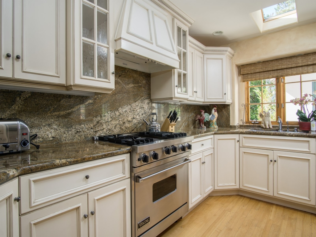 Kitchen-Cottage-At-Monte-Verde-And-11th-Carmel-By-the-Sea