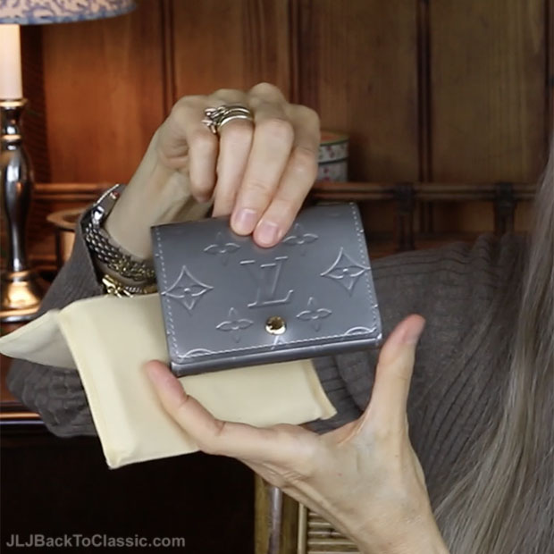 classic-fashion-over-40-50-louis-vuitton-vernis-business-card-holder