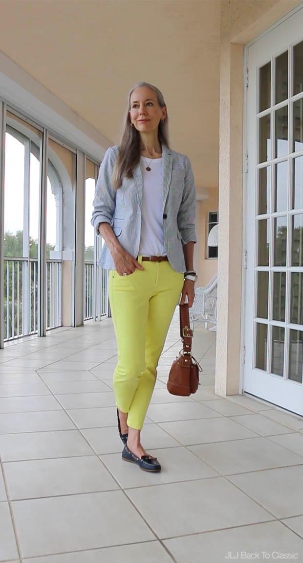 Classic-Fashion-Over-40-Seersucker-Blazer-Yellow-Skinny-Jeans-Cognac-Leather-Bag