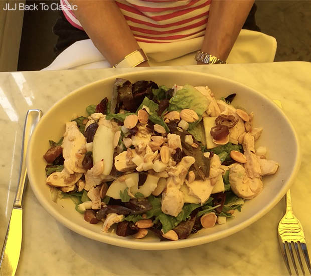 Classic-Fashion-Over-40-Clean-Eating-Vlog-True-Food-Kitchen-Naples-Salad