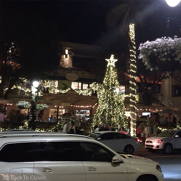 Christmas-Tree-Outside-Ridgway-Bar-And-Grill-Third-Street-Shopping-Area-Naples-Florida