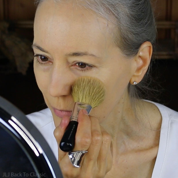 bare-minerals-flawless-application-brush-how-to