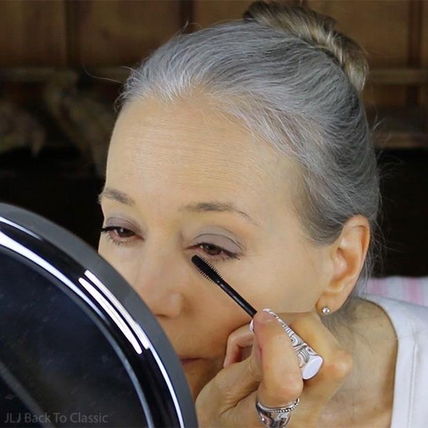 applying-pacifica-aquarian-gaze-mascara-abyss-classic-green-beauty-over-50