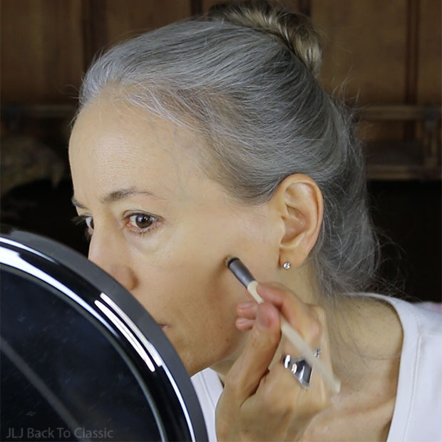 using-eco-tools-airbrush-concealer-brush-classic-green-beauty-over-50