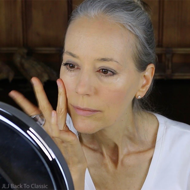 using-organic-shea-butter-as-highlighter-on-cheeks-classic-green-beauty-over-50