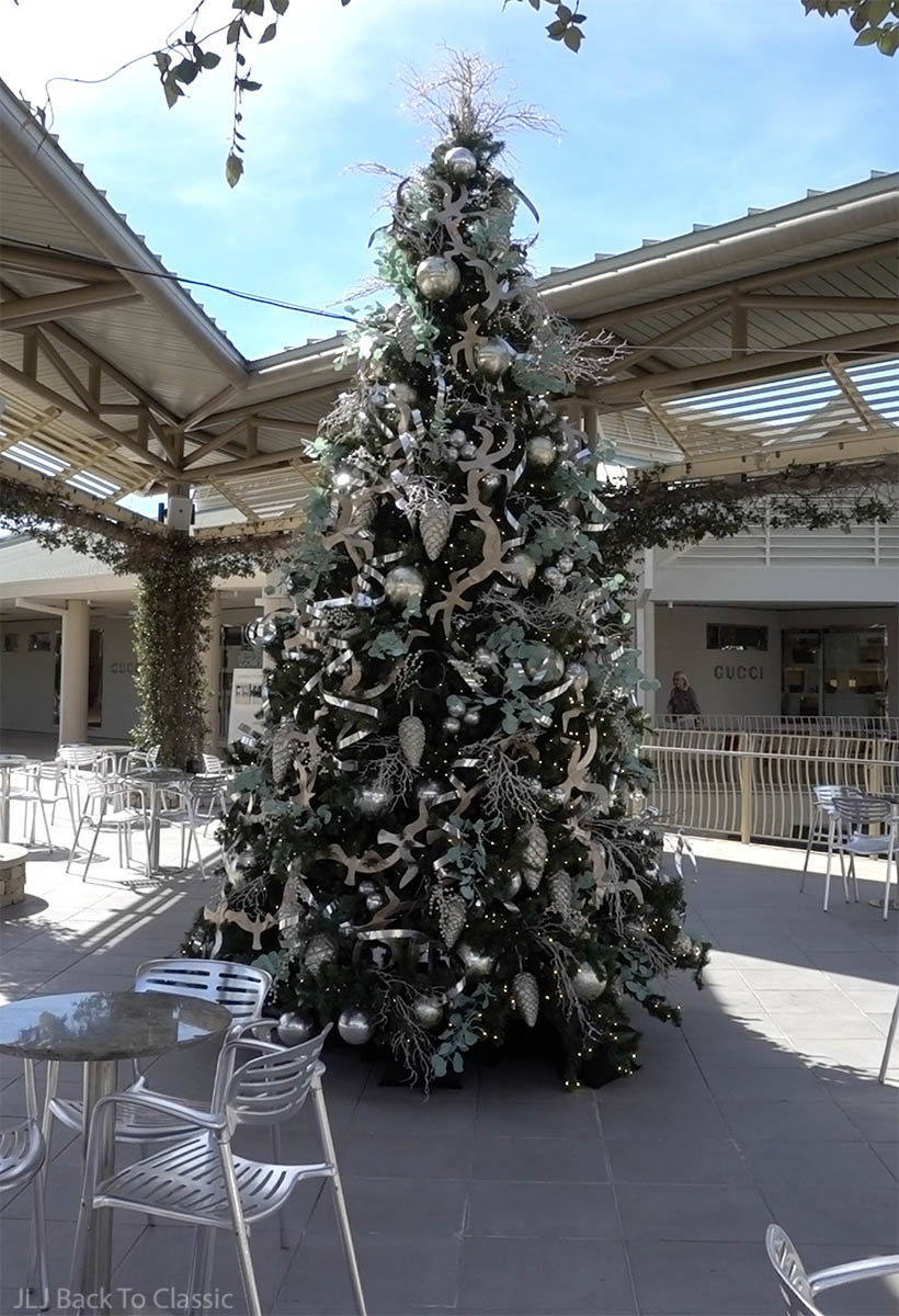 classic-timeless-style-waterside-shops-silver-and-mint-christmas-tree-jljbacktoclassic