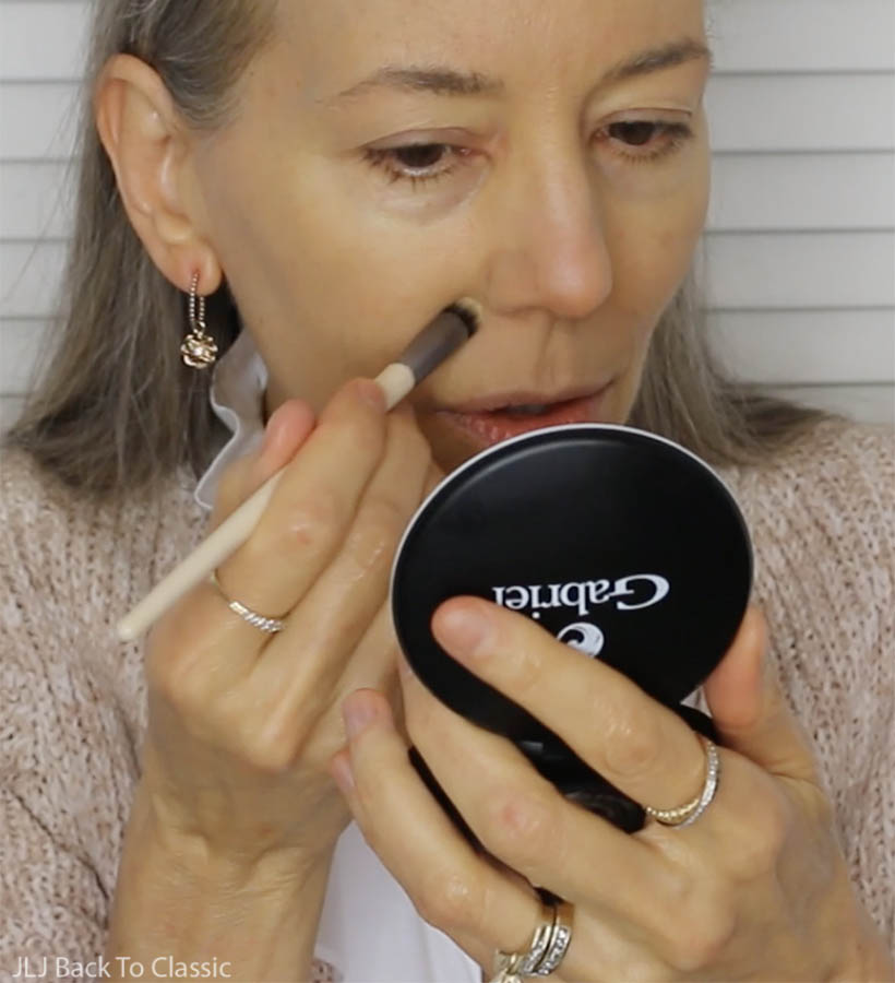 Using-Powder-Foundation-As-Concealer-With-EcoTools-Ultimate-Concealer-Brush