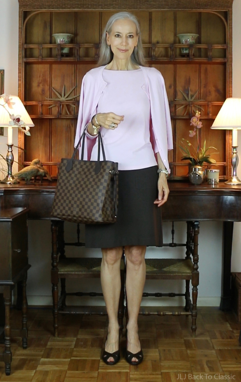 whats-inside-my-louis-vuitton-damier-ebene-neverfull-mm-pink-sweaterset-brown-skirt-ootd-jljbacktoclassic